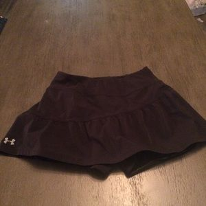 Under Armour skirt with shorts sz xs